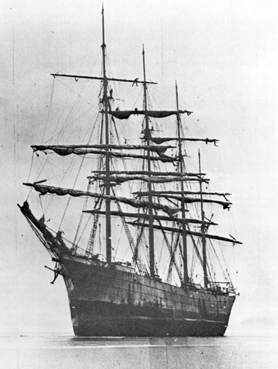 Prussian (German) barque Mimi shortly after being grounded on the Oregon Coast in February 1913.
